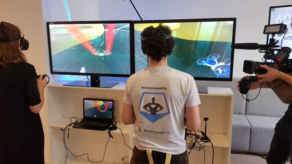 Johannes C. Wolko spielt Game of Drones mit Franziska Knoblich von Wayra Deutschland
